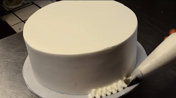 He-Spins-It-Around-And-Makes-It-Look-More-Than-A-Normal-Cake