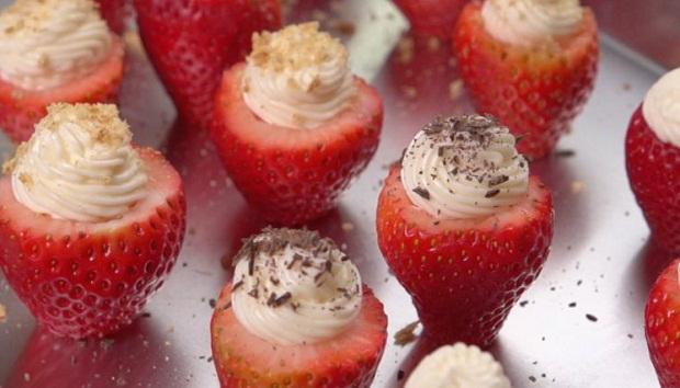 Cheesecake_Stuffed_Strawberries